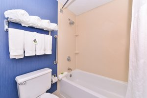 Room - Holiday Inn Express Downtown Worcester