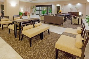 Lobby - Holiday Inn Hotel & Suites Peabody