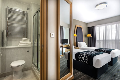 Twin Room and Bathroom