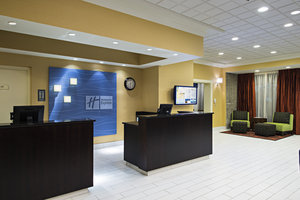 Lobby - Holiday Inn Express Hotel & Suites Cambridge