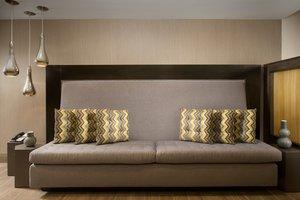 Lobby - Holiday Inn Express Woburn
