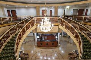 Lobby - Holiday Inn Express Central Bakersfield