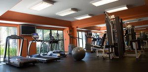 Fitness/ Exercise Room - Airtel Plaza Hotel & Conference Center Van Nuys