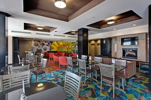 Restaurant - Holiday Inn Express Hotel & Suites Airport Maize