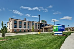 Exterior view - Holiday Inn Express West Hutchinson
