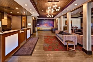 Lobby - Holiday Inn Express West Hutchinson