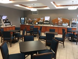 Restaurant - Holiday Inn Express Hotel & Suites Limon