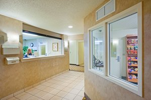 Lobby - Candlewood Suites Williamsport