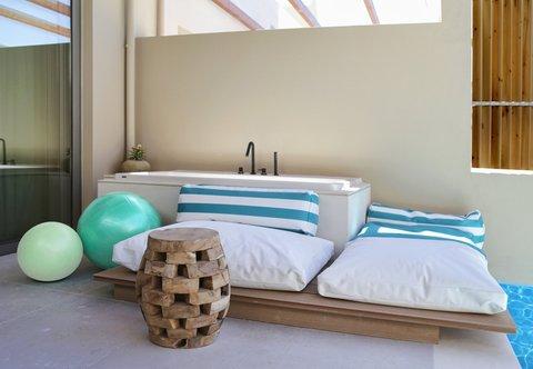 Guest Room - Outdoor Living Area