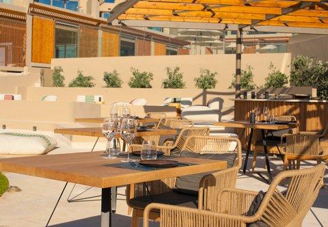 Zeen Restaurant - Outdoor Seating Area