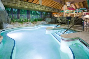 Pool - Holiday Inn Express Hotel & Suites Baxter
