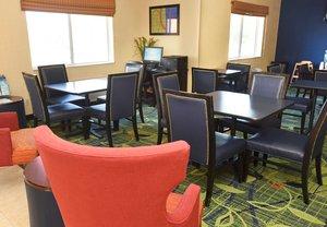 Lobby - Fairfield Inn by Marriott Topeka