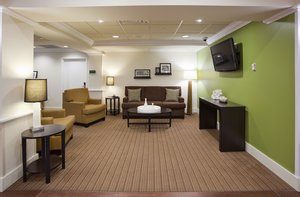 Lobby - Holiday Inn Express & Suites Rogers
