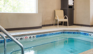 Pool - Holiday Inn Express Le Claire