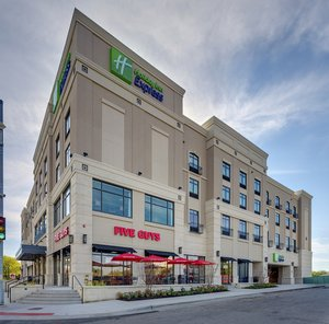 Exterior view - Holiday Inn Express Hotel & Suites Medical Center