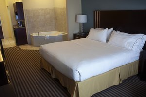 Suite - Holiday Inn Express Hotel & Suites Austintown