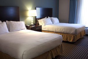 Room - Holiday Inn Express Hotel & Suites Austintown