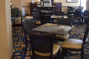 Restaurant - Holiday Inn Express Hotel & Suites Austintown