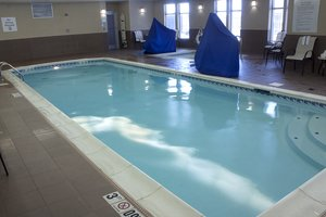 Pool - Holiday Inn Express Hotel & Suites Austintown