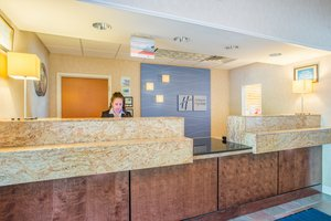 Lobby - Holiday Inn Express Hotel & Suites Brattleboro
