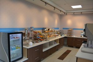 Restaurant - Holiday Inn Express Hotel & Suites North Waterville