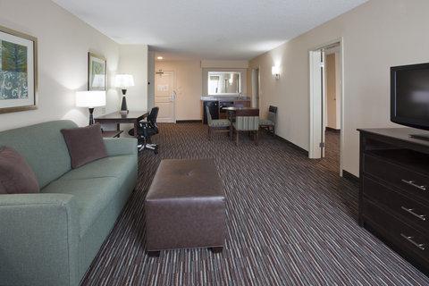 Deluxe King Suite Living Room