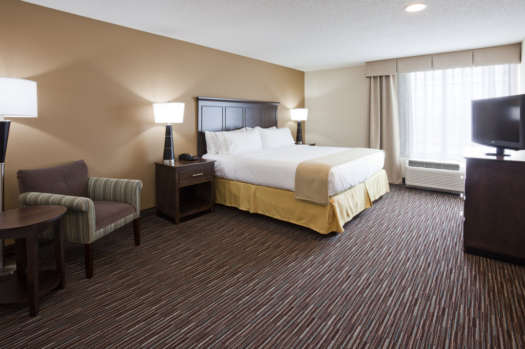 Deluxe King Suite Bed Room