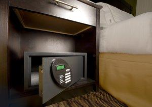- Holiday Inn Express Waldorf