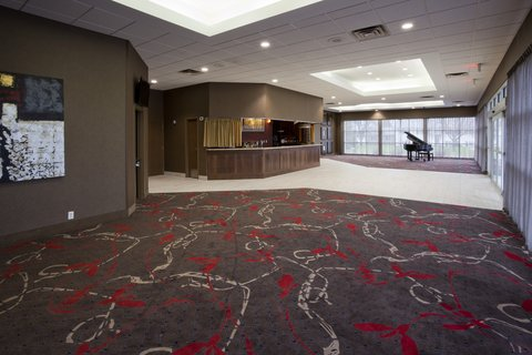 The adjacent Willmar Conference Center has 10,000