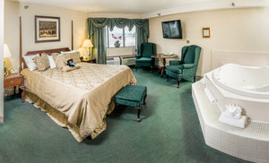 Suite - Black Bear Inn Conference Center & Suites Orono