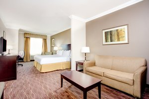 Suite - Holiday Inn Express Hotel & Suites Cut Off