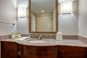 - Holiday Inn Express Hotel & Suites Cut Off