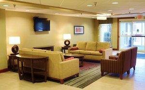 Lobby - Holiday Inn Express Hotel & Suites Monaca