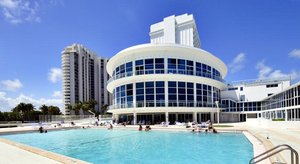 Pool New Point Apartments At Castle Beach Club Miami