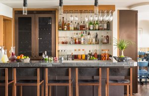 Bar - Malibu Beach Inn