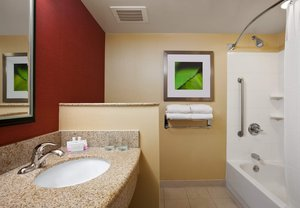 Room - Courtyard by Marriott Hotel Junction City