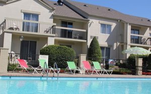 Pool - Club Hotel Inn & Suites Nashville