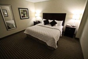Room - Christopher Inn & Suites Chillicothe