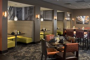 Restaurant - DoubleTree Suites by Hilton Hotel Downtown Minneapolis