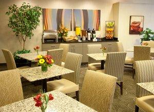 Restaurant - Silver Cloud Inn Downtown Bellevue
