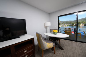 Room - Lakehouse Hotel & Resort Lake San Marcos