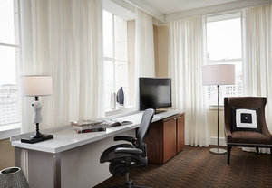 Room - Renaissance by Marriott Pere Marquette Hotel