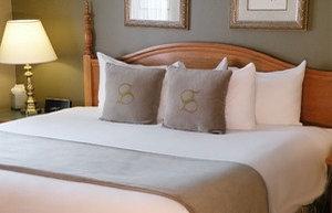 Room - Stone Gate Inn Orillia
