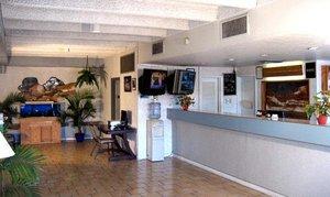 Lobby - Santa Fe Inn Pueblo