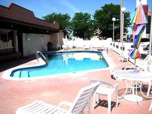 Pool - Santa Fe Inn Pueblo