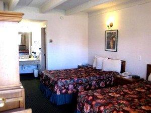 Room - Santa Fe Inn Pueblo