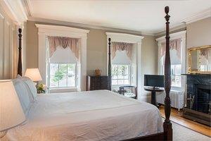 Room - Roberts Collection Inns Nantucket