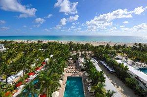 Beach - South Seas Hotel Miami Beach