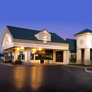 Exterior view - Lamplighter Inn & Suites North Springfield