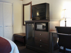 Room - Lamplighter Inn & Suites North Springfield